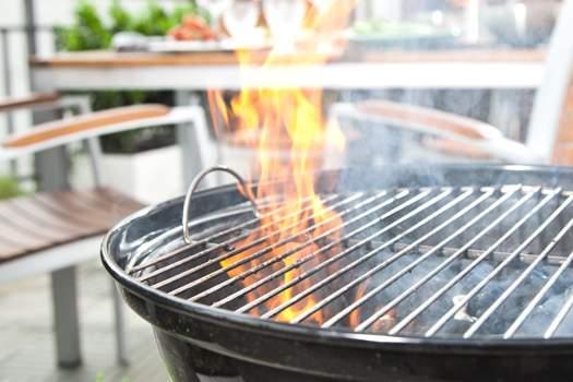 Grillunfälle Vermeiden: Tipps Für Eine Sichere Grillsaison Sicher Auf Dem Balkon Grillen